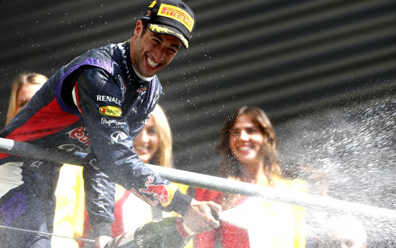 Daniel Ricciardo juhlii voittoa
